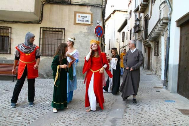 moros y cristianos nosotros por la calle